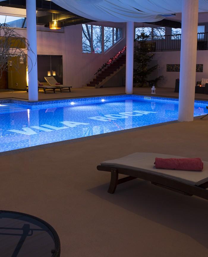 Piscina interioara hotel muntii apuseni vila roca for Hotel cu piscina